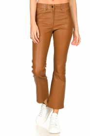 STUDIO AR BY ARMA |  Stretch leather kick flare pants Eva | camel  | Picture 4