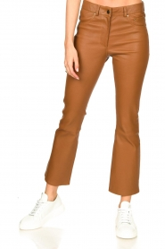 STUDIO AR BY ARMA |  Stretch leather kick flare pants Eva | camel  | Picture 5