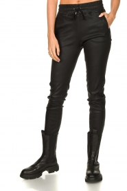 STUDIO AR BY ARMA |  Lamb leather stretch jogger Naomi | black  | Picture 4