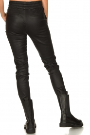 STUDIO AR BY ARMA |  Lamb leather stretch jogger Naomi | black  | Picture 6