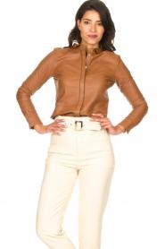 STUDIO AR BY ARMA | Lamsleren blouse Dita | camel   | Afbeelding 2
