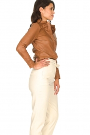 STUDIO AR BY ARMA | Lamsleren blouse Dita | camel   | Afbeelding 7