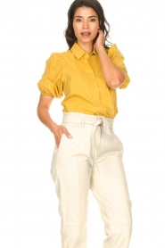 Aaiko |  Blouse with puff sleeves Pien | yellow  | Picture 4