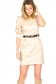 Kocca |  Dress with belt Amir | beige  | Picture 4