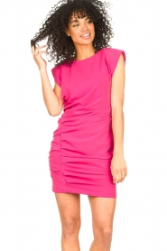 Kocca |  Drapped dress with shoulder pads Rajani | pink  | Picture 5