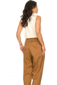 Dante 6 |  Sleeveless top with draped collar Skylin | naturel  | Picture 7