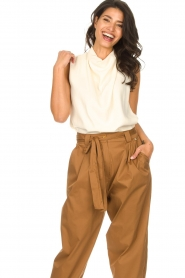 Dante 6 |  Sleeveless top with draped collar Skylin | naturel  | Picture 2