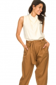 Dante 6 |  Sleeveless top with draped collar Skylin | naturel  | Picture 4