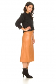 Freebird |   Faux leather midi skirt Bryce | brown  | Picture 4