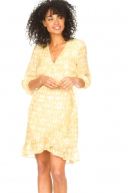 Freebird |  Wrap dress with puff sleeves Rosy Jacq | yellow  | Picture 4