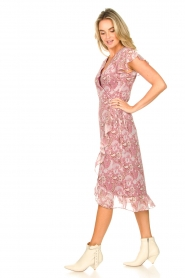 Freebird |  Midi wrap dress with paisley print Rosy | red  | Picture 5
