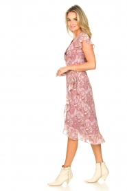 Freebird |  Midi wrap dress with paisley print Rosy | red  | Picture 4