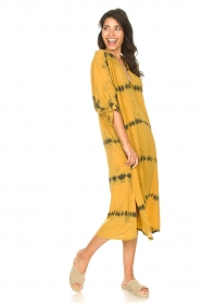 Rabens Saloner |  Caftan with tie dye print Vista | yellow  | Picture 3