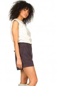 Ibana | Leren top met schoudervulling Trixy | wit  | Afbeelding 4