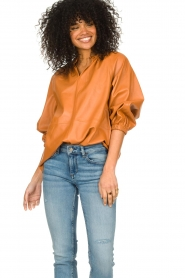 Ibana    Leather top with puff sleeves Tanja   cognac    Picture 2