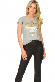 Sofie Schnoor |  T-shirt with golden imprint Sanne | grey  | Picture 2