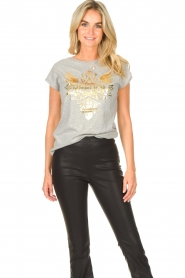 Sofie Schnoor |  T-shirt with golden imprint Sanne | grey  | Picture 4