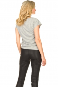 Sofie Schnoor |  T-shirt with golden imprint Sanne | grey  | Picture 7