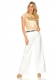 Sofie Schnoor |  T-shirt with golden imprint Sanne | beige  | Picture 3