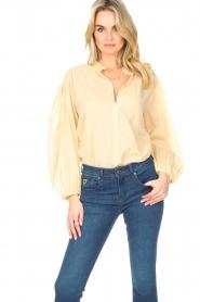 Antik Batik |  Cotton blouse with puff sleeves Olga | beige  | Picture 4
