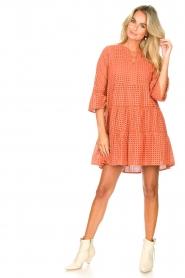 Aaiko | Katoenen broderie jurk Kampur | oranje   | Afbeelding 3