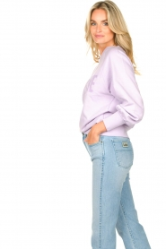 Dante 6 |  Cotton sweater with text print Love Me | lilac  | Picture 7