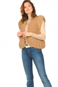 Kiro by Kim |  Knitted waistcoat Leanne | camel  | Picture 5