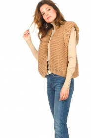 Kiro by Kim |  Knitted waistcoat Leanne | camel  | Picture 7