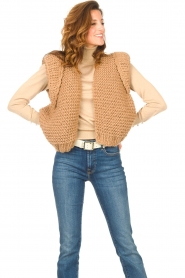 Kiro by Kim |  Knitted waistcoat Leanne | camel  | Picture 2