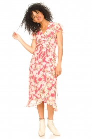 Freebird |  Midi dress with floral print Rosy | pink  | Picture 4