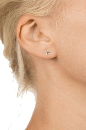 Betty Bogaers | 925 sterling zilveren oorbellen Asymmetric Star | zilver