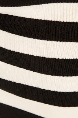 NIKKIE | Top Jolie V-hals | zwart/wit