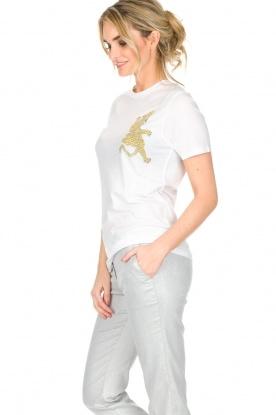 Zoe Karssen | T-shirt Climbing Leopard | wit