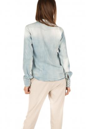 Atos Lombardini | Denim pussybow blouse Nessa | blauw