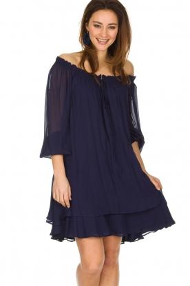 Atos Lombardini | Off-shoulder jurk Florianna | Blauw