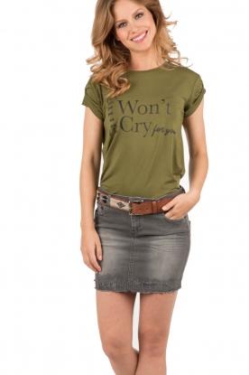NIKKIE | T-shirt I Wont Cry | olijfgroen