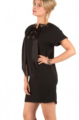 Style Butler | Lace-up jurk Andrea | zwart