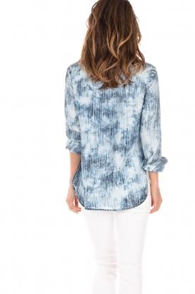 Bella Dahl | Bleached denim blouse Tulip | blauw