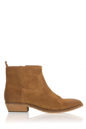 Catarina Martins |  Suede ankle boots Olsen Velourk | camel