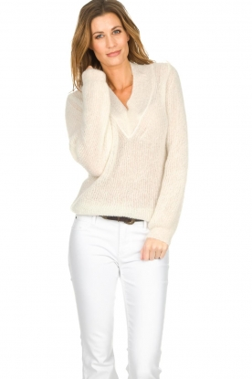 Knit-ted |  Sweater with V-neck Onah