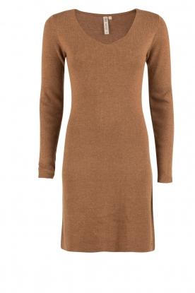 Knit-ted | Fijngebreide jurk Lot | bruin
