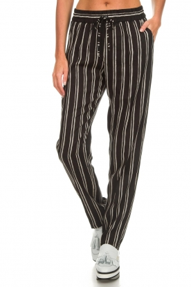 Knit-ted |  Striped pants Goldie | black