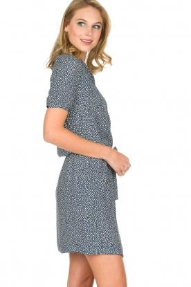 Knit-ted | Bloemenprint jurk Kim | blauw