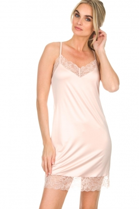 Hanro |  Slip dress with lace Fleur | pink