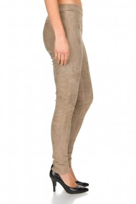 Arma | Lamsleren suède stretchlegging Roche | taupe