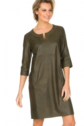 Arma | 100% lamsleren jurk Muret | kaki groen
