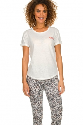 Melt |  T-shirt with print Kiss Me | white