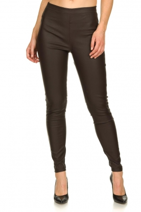 Knit-ted | Faux leather leggins Amber | brown