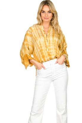 Rabens Saloner | Tie-dye blouse Majbrit | geel
