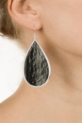 Close to Zen | Zilveren met leren oorbellen Tears of Joy | zwart